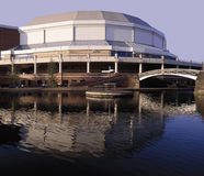 Stade d'intérieur national d'arène vu à travers la ligne principale c de Birmingham Photos stock