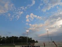 Stade de football de fin de l'après-midi Photo libre de droits