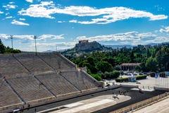 Stade de Panathenaic avec la vue d'Acropole photos stock