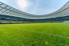 Stade de terrain de football et sièges de stade photographie stock