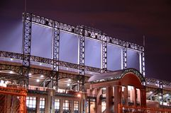 Stade la nuit   Image stock