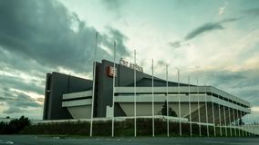 Stade Ostrava, République Tchèque d'arène du coucher du soleil CEZ de laps de temps banque de vidéos