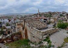 Staden av Avanos är uppsättningen på banker av Kizilirmak Red River, Cappadocia Arkivbild