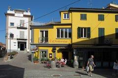 Staden av Barolo i nordlig Italien region för Piemonte vin royaltyfri foto