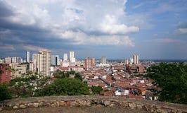 Staden av Cali i Colombia på en härlig solig dag Royaltyfria Bilder