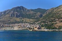 Staden av Castellammare på kusten av Sicilien royaltyfria bilder