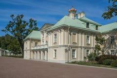 Staden av den Lomonosov Menshikov slotten Fotografering för Bildbyråer