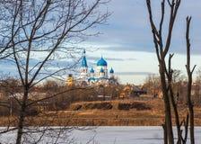 Staden av Gatchina pokrovsky domkyrka Den historiska mitten för stads` s Royaltyfria Foton