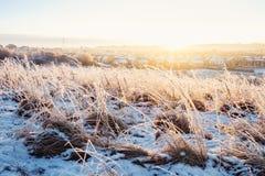 Staden av Glasgow på soluppgång i vinter Arkivfoton