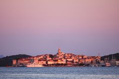 Staden av Korcula i Kroatien arkivbilder