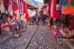 Staden av Kruje i Albanien arkivbilder
