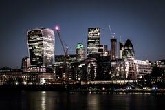 Staden av London och Themsen arkivfoto