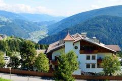 Staden av Maranza, södra Tirol, Italien Royaltyfria Foton