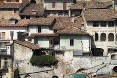 Staden av Monforte D 'album i nordliga Italien arkivfoto