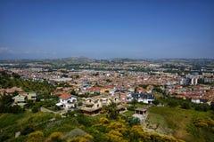 Staden av montesilvanoen från över Royaltyfri Foto
