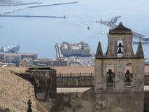 Staden av Naples från över Napoli italy Vesuvius vulkan bakom arkivfoto