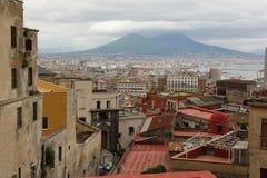 Staden av Naples och Mount Vesuvius arkivbild