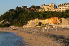 Staden av Numana på soluppgång, Conero, Marche, Italien Royaltyfria Foton