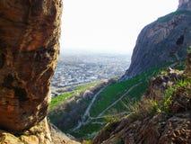 Staden av Osh Sikt från monteringen Sulaiman-Too Arkivbilder