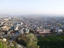Staden av Osh Sikt från monteringen Sulaiman-Too Royaltyfri Foto