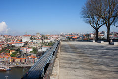 Staden av Porto i Portugal från Serra gör Pilar Viewpoint Arkivfoton