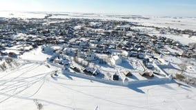Staden av Suzdal Vinter Fågel`-s-öga sikt av kupolen av kyrkan Snow faller Kupol i snön lager videofilmer