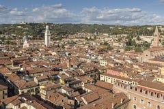 Staden av Verona som ses från över Arkivbilder
