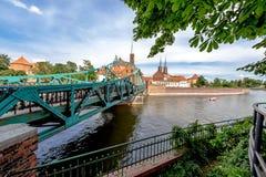 Staden av Wroclaw är en sikt av ön av Tumsk på som slottarna av vänner Royaltyfria Bilder