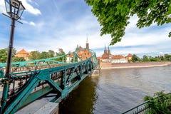 Staden av Wroclaw är en sikt av ön av Tumsk på som slottarna av vänner Royaltyfria Foton