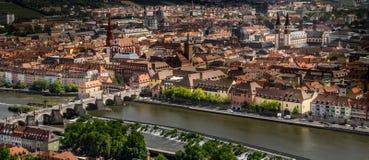 Staden av Wurzburg i Tyskland, sikt från den Marienberg fästningen arkivbilder