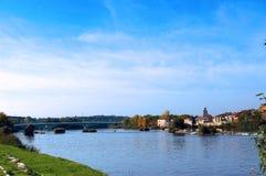Staden av Zamora från stenbron över floden Duero Castile och Leon spain royaltyfria foton