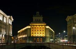Staden centrerar av Sofia med regering- och affärsbyggnader på N arkivbilder