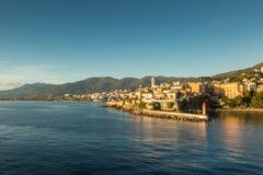 Staden, citadellen och hamnen på Bastia i Korsika Arkivfoto