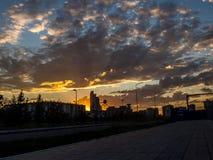 Staden för solnedgången Arkivfoto