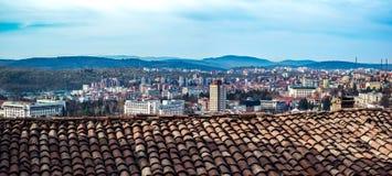 Staden från den keramiska tegelpannan för gammal lera Arkivfoton