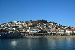 Staden Ohrid på Ohrid sjön Arkivbilder