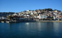 Staden Ohrid på Ohrid sjön Arkivbild