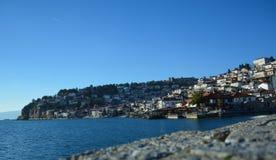 Staden Ohrid på Ohrid sjön Royaltyfri Fotografi