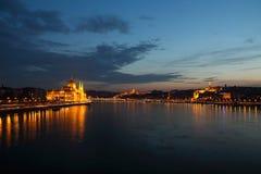 Staden på natten i Budapest Fotografering för Bildbyråer