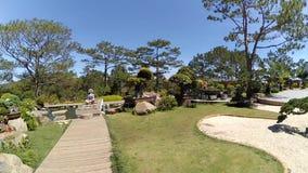 Staden Park fördjupas i blommor och grönska arkivfilmer