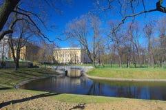 Staden parkerar i den tidiga våren, StPetersburg, Ryssland Royaltyfri Fotografi