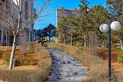 Staden parkerar i Qinhuangdao Arkivfoton