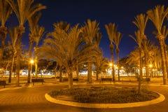 Staden parkerar på natten i Ashdod, Arkivfoton
