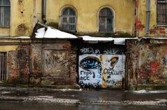Staden ser, hör och känner sig Arkivfoton