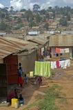 Staden shoppar var folket som liv är alla hus som göras från lera och stra Royaltyfri Foto