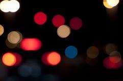 Staden tänder bakgrund på natten Arkivbild