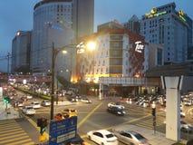 staden tänder nattplats royaltyfri fotografi