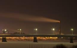Staden tänder på natten Royaltyfri Bild