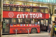 Staden turnerar bussen Arkivfoto
