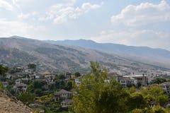 StadGjirokastra sikt från slotten Royaltyfria Foton